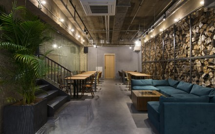 THE LIFE HOSTEL & BAR LOUNGE